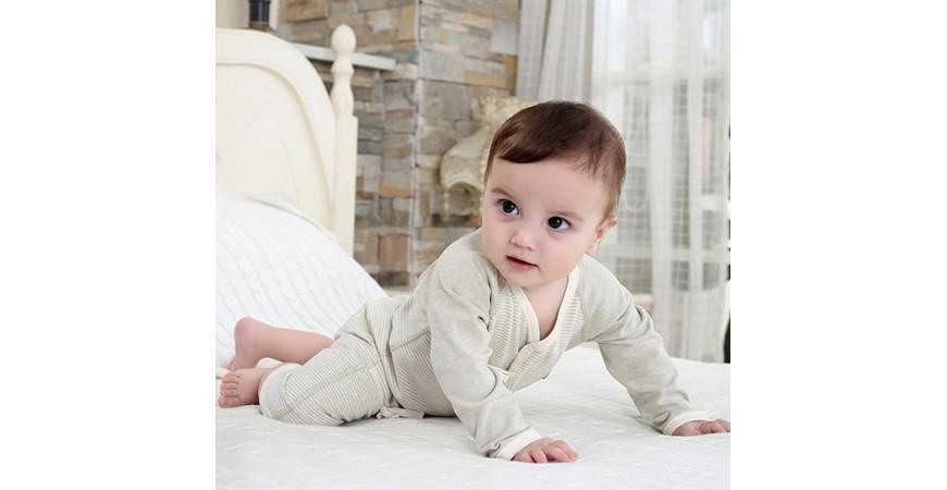 Cómo evitar alergias y errores con la elección de tejidos para el bebé